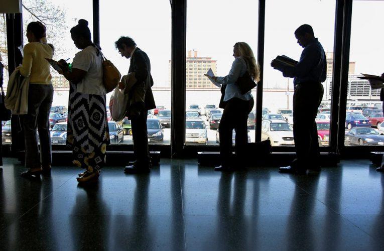 مزایای بیکاری: 12 میلیون آمریکایی می توانند کمک خود را درست پس از کریسمس از دست بدهند